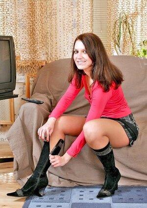 Alana revealing her ideal feet