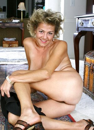 Sophisticated Anilos mummy takes off her undies and lifts up her skirt to..